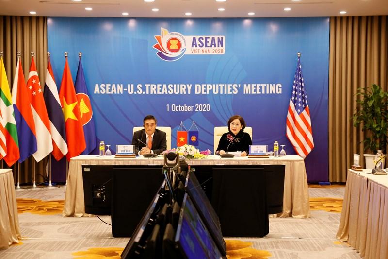 Thứ trưởng Bộ Tài chính Trần Xuân Hà và Phó Thống đốc Ngân hàng Nhà nước Việt Nam Nguyễn Thị Hồng đồng chủ trì Hội nghị.