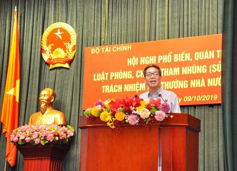 Ông Đinh Văn Minh - Vụ trưởng Vụ Pháp chế - Thanh tra Chính phủ trình bày những nội dung cơ bản và những điểm mới của Luật Phòng chống tham nhũng (sửa đổi).