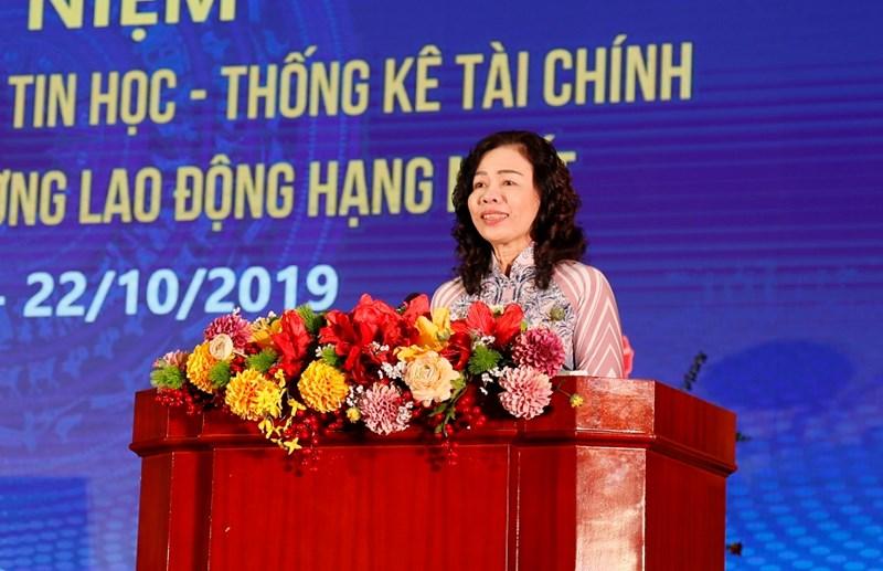 Thứ trưởng Bộ Tài chính Vũ Thị Mai biểu dương những thành tích mà tin học thống kê tài chính đạt được.