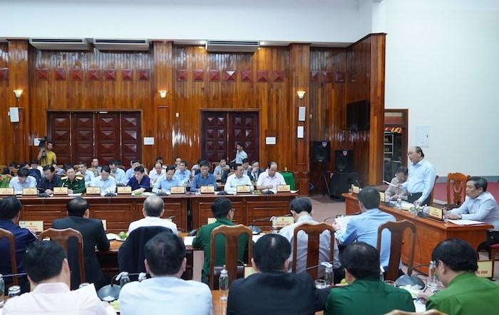Thủ tướng Nguyễn Xuân Phúc làm việc với các tỉnh miền Trung. Ảnh:VGP/Quang Hiếu