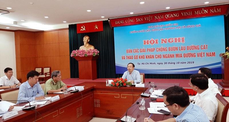 Ông Nguyễn Văn Cẩn - Tổng cục trưởng Tổng cục Hải quan, ủy viên Ban chỉ đạo 389 chủ trì hội nghị.