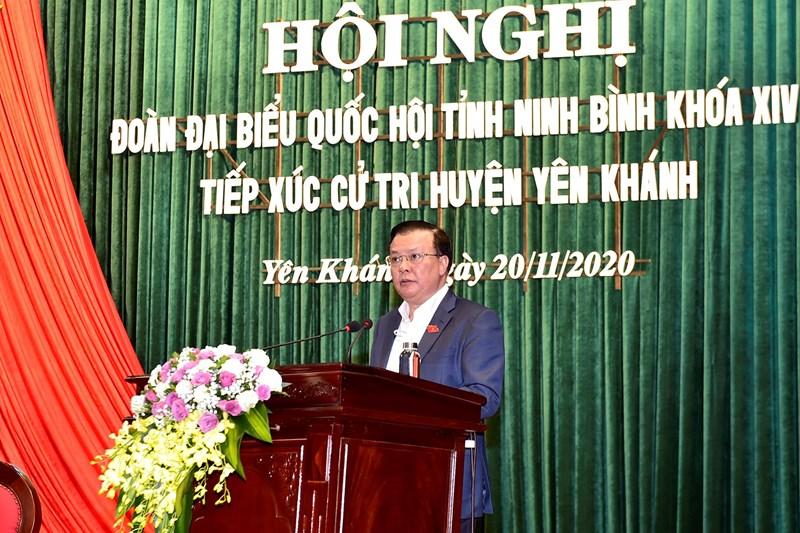 Bộ trưởng Bộ Tài chính Đinh Tiến Dũng phát biểu tại buổi tiếp xúc.