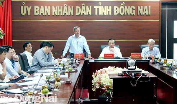 Chủ tịch UBND tỉnh Cao Tiến Dũng phát biểu tại cuộc họp. Nguồn: Báo Đồng Nai