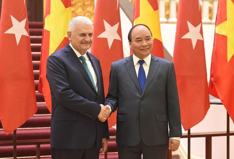 Thủ tướng Nguyễn Xuân Phúc hội đàm với Thủ tướng Thổ Nhĩ Kỳ. Ảnh: VGP