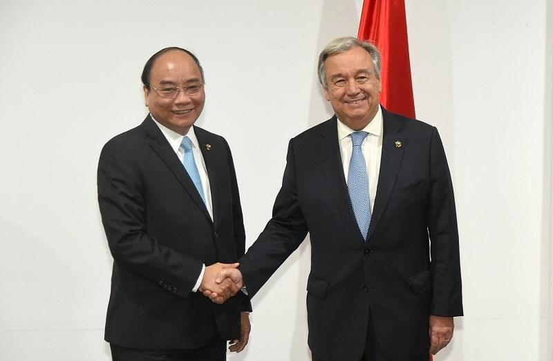Thủ tướng Nguyễn Xuân Phúc gặp Tổng thư ký LHQ Antonio Guterres. Ảnh: VGP/Quang Hiếu