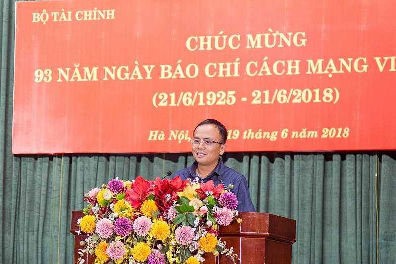 Ông Phạm Thu Phong, Phó Chủ tịch Liên Chi hội Nhà báo ngành Tài chính, Tổng Biên tập Tạp chí Tài chính phát biểu tại buổi lễ.