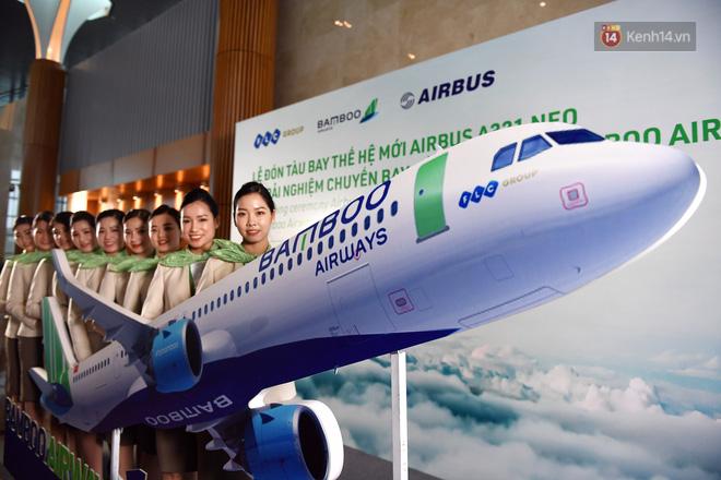 Những tiếp viên xinh đẹp trong buổi lễ đón tàu bay Airbus A321 NEO của hãng. Nguồn: kenh14.vn