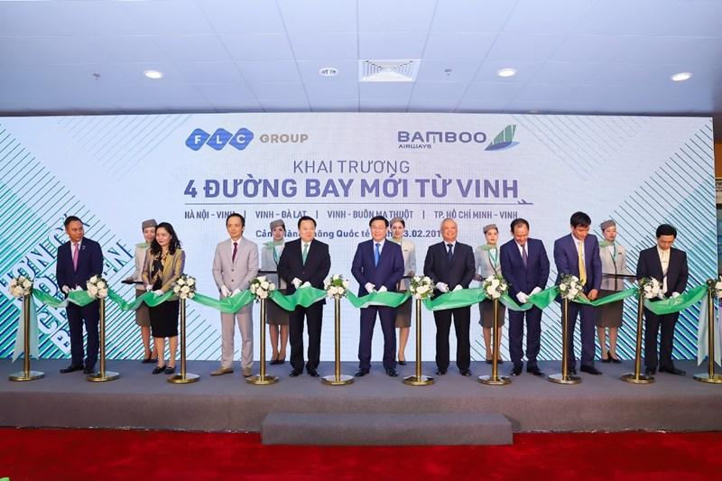 Lãnh đạo Trung ương và địa phương cắt băng khai trương 4 đường bay mới từ Vinh của Bamboo Airways.