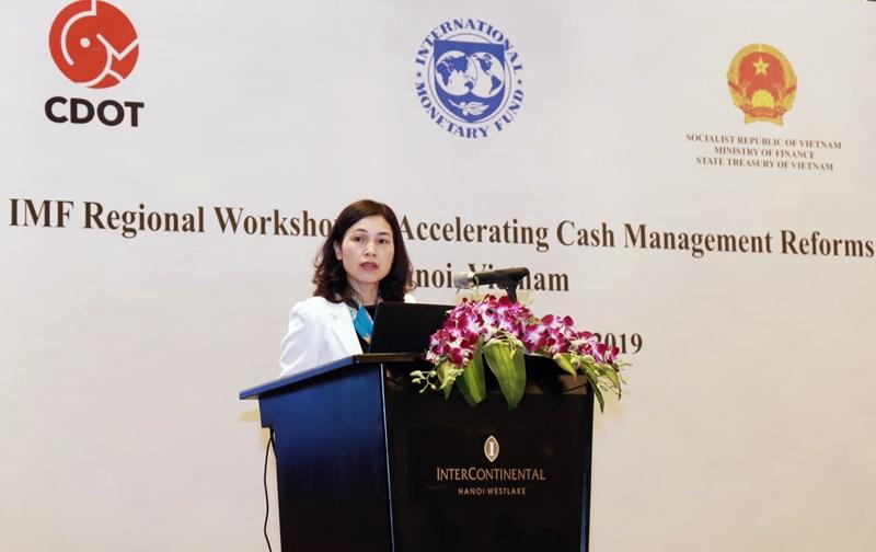 Bà Trần Thị Huệ - Phó Tổng Giám đốc KBNN Việt Nam phát biểu khai mạc hội thảo.
