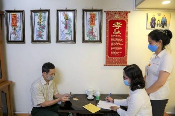 """BHXH Việt Nam khuyến cáo người lao động không nên vì khó khăn trong đợt dịch bệnh Covid-19 mà chọn hưởng BHXH một lần, vì """"lợi trước mắt, thiệt thòi lâu dài"""" cho người lao động."""