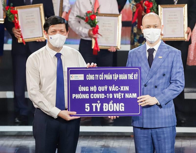 Cen Group ủng hộ 5 tỷ đồng vào Quỹ Vaccine phòng chống Covid-19 tối 5/6/2021 tại Hà Nội.