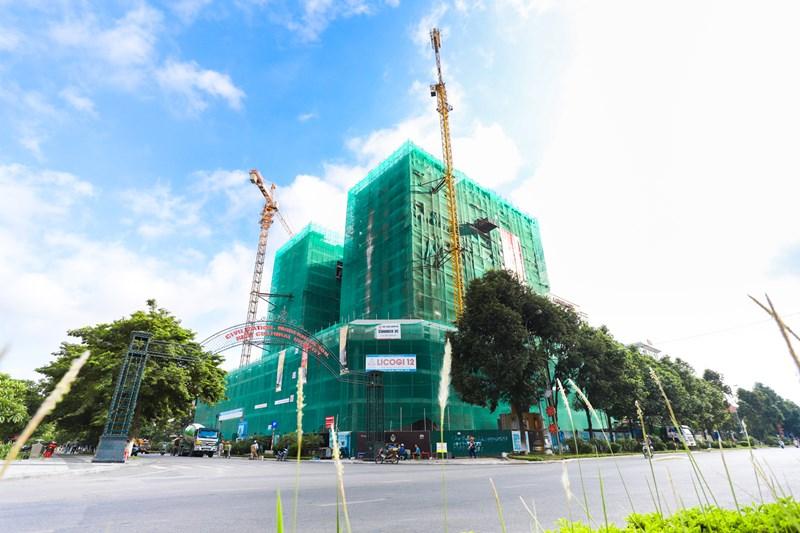Dự án Lotus Central tọa lạc trên đường Lý Thái Tổ cất nóc vào ngày 28/6 vừa qua.