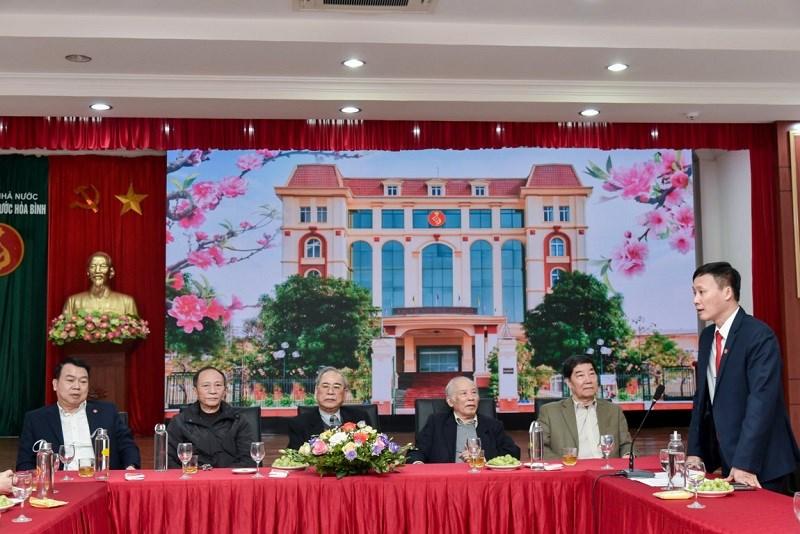 Ông Lê Hoài Thanh - Giám đốc KBNN Hòa Bình phát biểu tại buổi làm việc với Tổng Giám đốc KBNN Nguyễn Đức Chi và Đoàn cán bộ hưu trí Bộ Tài chính đến thăm và làm việc với KBNN Hòa Bình (ngày 23/3/2021)
