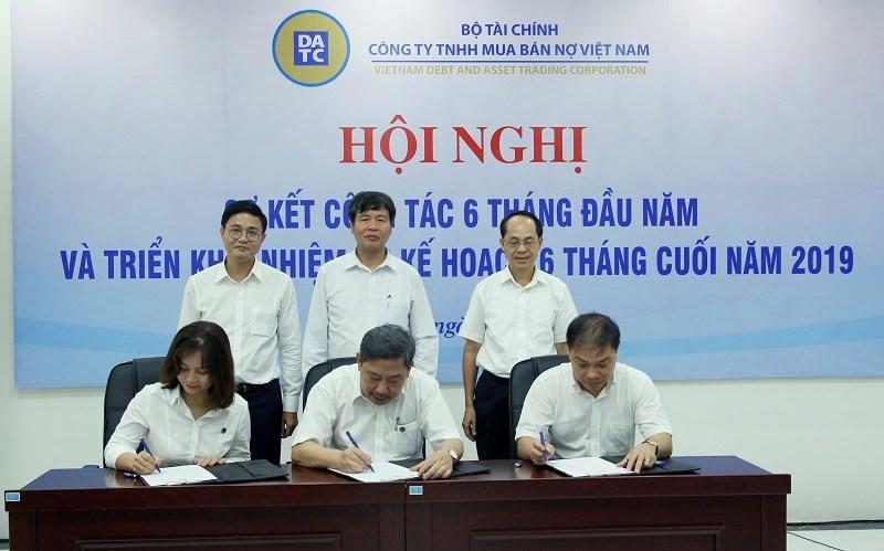 Lễ ký giao ước thi đua phấn đấu hoàn thành nhiệm vụ kinh doanh 6 tháng cuối năm 2019.