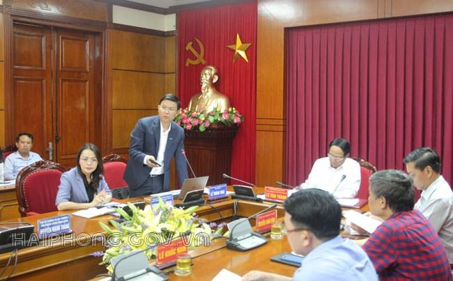 Ông Lê Thành Vinh – Phó Chủ tịch Thường trực Tập đoàn FLC trình bày phương án kiến trúc dự án tại buổi làm việc.