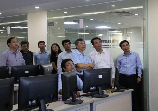 Tổng Giám đốc BHXH Việt Nam Nguyễn Thế Mạnh yêu cầu, tiếp tục đẩy mạnh ứng dụng công nghệ thông tin đối với công tác giám định BHYT