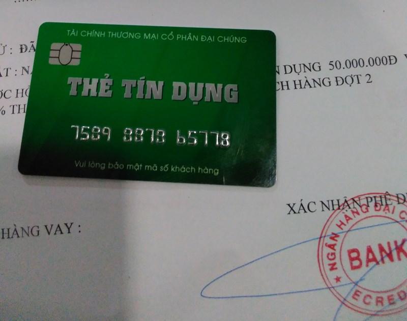 Thẻ tín dụng giả mạo sử dụng mập mờ tên Ngân hàng Đại chúng Bank, dễ gây nhầm lẫn với PVcomBank.