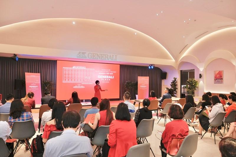 Bà Tina Nguyễn - Tổng Giám đốc Generali Việt Nam chia sẻ với báo chí về kết quả kinh doanh tích cực của Công ty trong năm 2020.