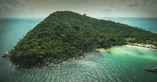 Thiên nhiên tuyệt mỹ ở Mũi Ông Đội là nơi hoàn hảo để nghỉ dưỡng.