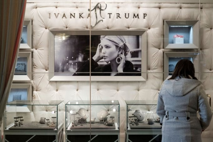 Vào tháng 7/2018, Ivanka tuyên bố đóng cửa nhãn hiệu thời trang 7 năm tuổi để tập trung vào công việc ở Washington. Thương hiệu này từng vấp phải làn sóng tẩy chay của nhiều người tiêu dùng. Ảnh: Drew Angerer/Getty Images