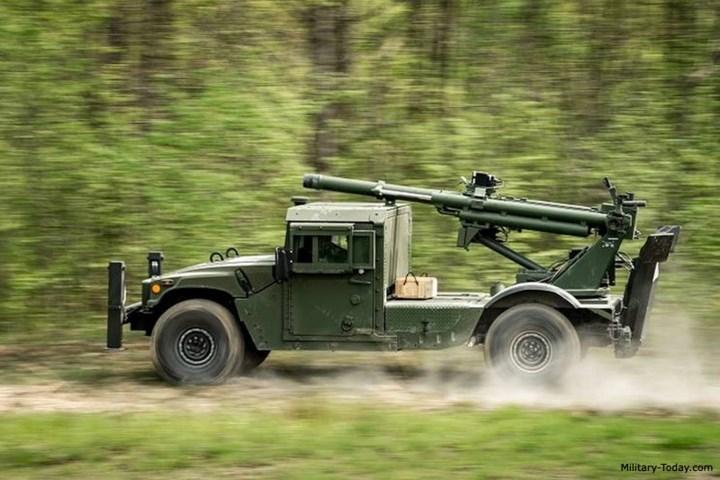 Pháo có thể tự di chuyển, ngắm bắn, lại di chuyển tiếp mà không cần các phương tiện cơ giới đi kèm hay cần nhiều người theo vận hành. Ảnh: Military-Today.
