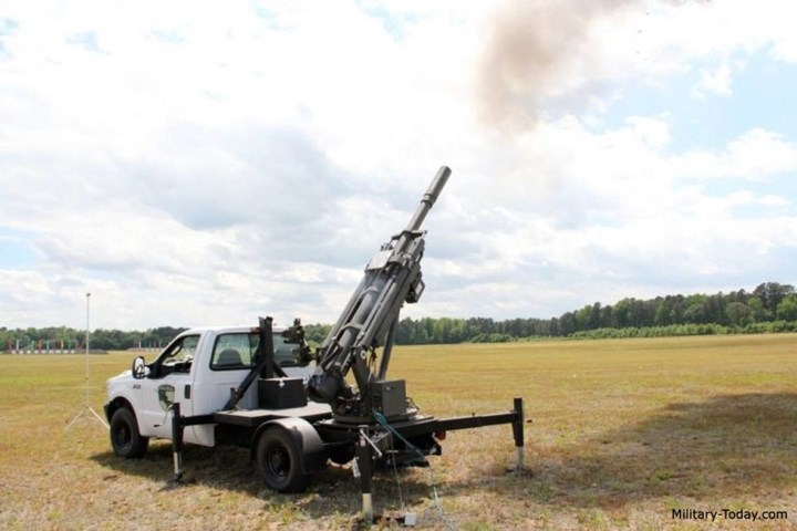 Pháo Hawkeye 105mm còn có ưu điểm là chỉ cần lượng binh sĩ vận hành tối thiểu và không cần qua đào tạo, rèn luyện nhiều, tất cả đều thao tác trên kỹ thuật tự động. Ảnh: Military-Today.