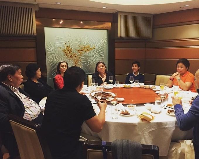 Về ăn uống, một trong những nhà hàng nổi tiếng mà giới giàu có hay lui tới là Fook Lam Moon. Một bàn ăn cho 12 người tại đây thường tốn khoảng 4.000 USD.