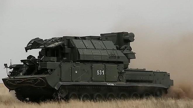 Không chỉ có vậy, trong khoảng thời gian từ tháng 4/2018 tới tháng 10/2018, Tor-M2U đã bắn rơi tổng cộng 80 mục tiêu với khoảng 100 tên lửa sử dụng, cùng thời gian đó Pantsir-S1 chỉ đạt tỷ lệ 19%.