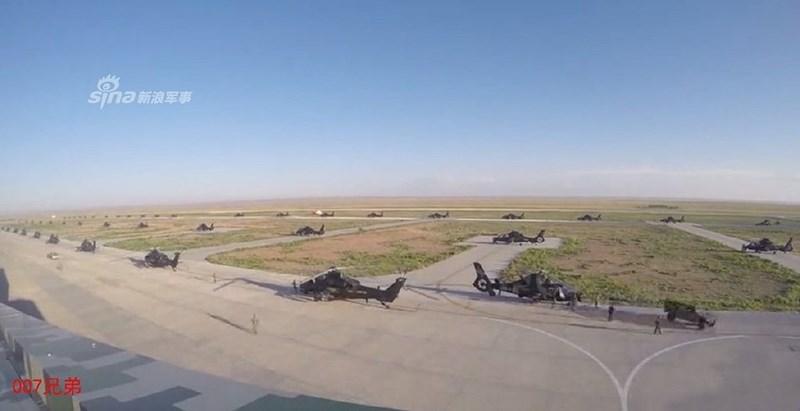Truyền thông Trung Quốc vừa đăng tải hoạt động huấn luyện quy mô lớn trên địa hình thảo nguyên và sa mạc của một lữ đoàn Không quân Lục quân.