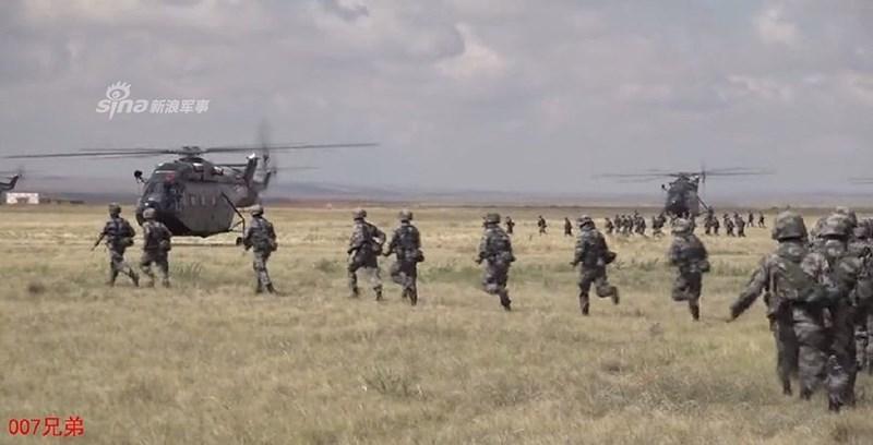 Hiện nay mỗi Tập đoàn quân chủ lực của Trung Quốc đã có trong biên chế 1 Lữ đoàn Không quân, trong đó trang bị chủ yếu là máy bay trực thăng do họ tự chế tạo.
