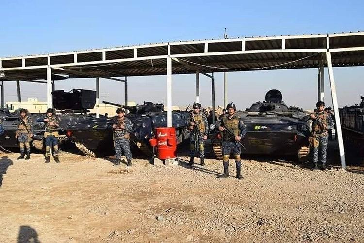 Cảnh sát Iraq còn được trang bị cả xe chiến đấu bộ binh BMP-1 để đảm bảo an toàn cũng như cung cấp hỏa lực yểm trợ cần thiết khi làm nhiệm vụ tại vùng chiến sự nóng bỏng.