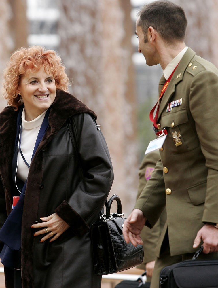 Bộ trưởng Quốc phòng Cộng hòa Czech, bà Vlasta Parkanova đến dự một cuộc họp của các bộ trưởng quốc phòng NATO tại Seville, Tây Ban Nha, ngày 8/2/2007