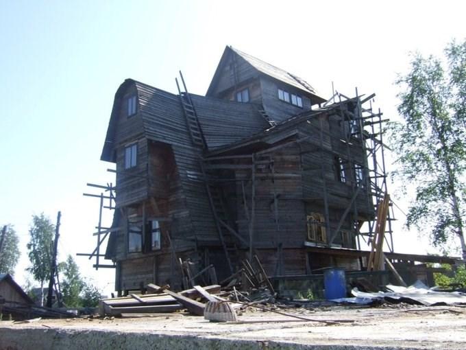 Về sau, khi Sutyagin vào tù vì làm ăn phi pháp, căn nhà bị bỏ hoang và bắt đầu xuống cấp. Năm 2009, nó bị dỡ bỏ một phần để giảm nguy cơ gây hỏa hoạn. Đến năm 2012, phần còn lại cũng bị thiêu rụi trong một đám cháy tại đây.