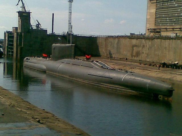 Chiếc tàu ngầm bí ẩn này được cho là chính thức đi vào biên chế từ năm 2009 với vai trò một mẫu thử nghiệm công nghệ, một số nguồn lại cho rằng nó được sử dụng để thu thập tin tức tình báo.