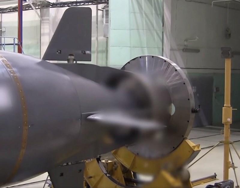 Tuy nhiên có một vấn đề gây thắc mắc đó là Hải quân Nga đã sử dụng phương tiện nào để phóng ngư lôi hạt nhân Poseidon trong cuộc thử nghiệm vừa qua, khi các tàu ngầm chiến lược được chế tạo nhằm tích hợp vũ khí này vẫn chưa sẵn sàng?