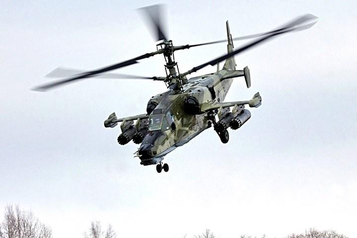 Trực thăng Ka-50 là loại trực thăng tấn công một ghế ngồi với 2 rotor đồng trục nên có sức nâng rất tốt.