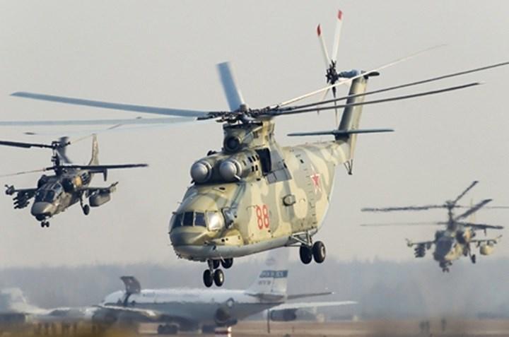 """Trực thăng vận tải hạng nặng Mi-26 có biệt danh """"bò bay"""". Nó cao bằng tòa nhà 3 tầng. Hiện chưa có trực thăng vận tải nào của Mỹ có khả năng vận tải tương đương chiếc Mi-26."""