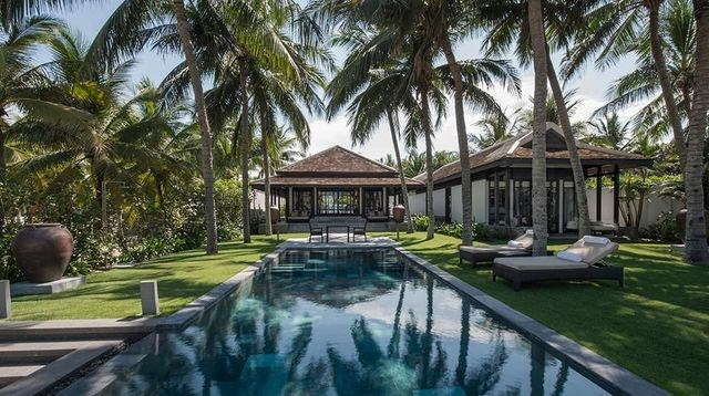 Việt Nam: Du lịch Việt Nam có những lựa chọn đa dạng cho du khách ở nhiều mức chi dùng khác nhau, đặc biệt, những dịch vụ du lịch cao cấp tại Việt Nam đang ngày càng hoàn thiện và đưa lại những trải nghiệm đẳng cấp thực sự.