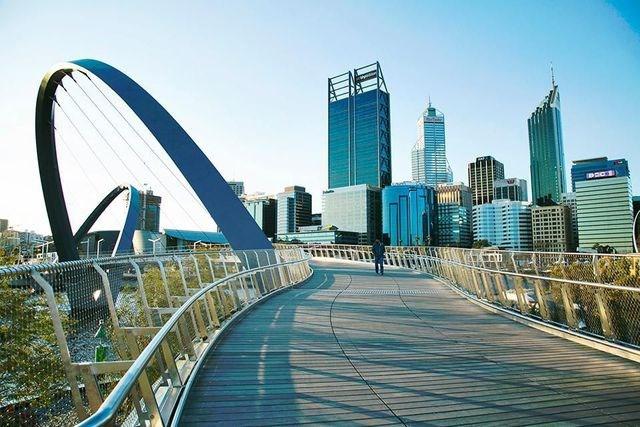Perth, Úc: Những điều thú vị đang dần hoàn thiện tại Perth, đó chính là những công trình được thực hiện gần đây để phục vụ cho những mục tiêu phát triển của thành phố này, gồm những khu phức hợp đa năng phục vụ nhu cầu văn hóa - giải trí của người dân và du khách. Nơi đây còn có lễ hội ẩm thực hoành tráng kéo dài tới 10 ngày. Những khu resort ở Perth là một điểm cộng khác nữa.