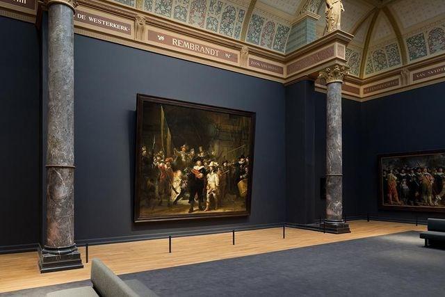 Amsterdam, Hà Lan: Hà Lan là đất nước có nền mỹ thuật phát triển và Amsterdam không thiếu những triển lãm và sự kiện nghệ thuật ấn tượng để dành cho những du khách yêu văn hóa - mỹ thuật sự sửng sốt.