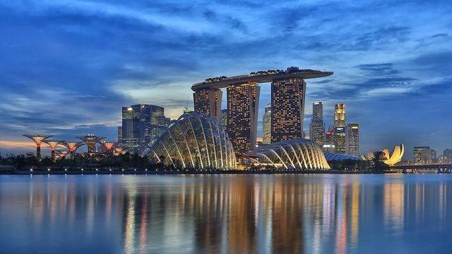 """Singapore: Sức hấp dẫn của Singapore được gia tăng trong năm 2018 với sự ra mắt của bộ phim """"Crazy Rich Asians"""" (Con nhà siêu giàu Châu Á) và việc tổ chức thành công Hội nghị Thượng đỉnh Mỹ - Triều. Sang năm nay, Singapore đẩy mạnh việc tổ chức các triển lãm, festival, hoàn tất những công trình kiến trúc đồ sộ với mục đích hấp dẫn tham quan. Những nhà hàng, khách sạn, trung tâm mua sắm cũng được quan tâm chăm sóc hơn nhiều..."""