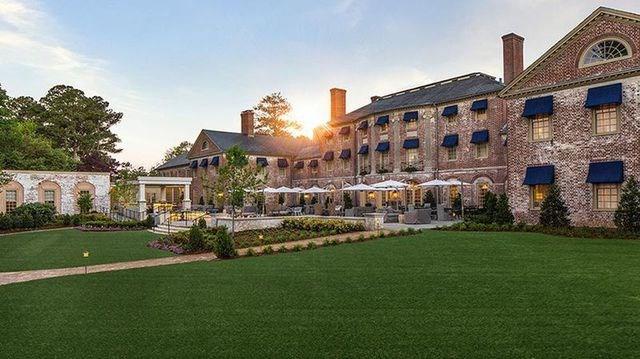 Williamsburg, Virginia, Mỹ: Với những công trình phục vụ vui chơi giải trí quy mô lớn, những nhà hàng khách sạn đẳng cấp nằm trong thành phố, Williamsburg đang dần trở thành điểm đến vui chơi - nghỉ dưỡng thu hút khách nội địa và nước ngoài tại Mỹ.