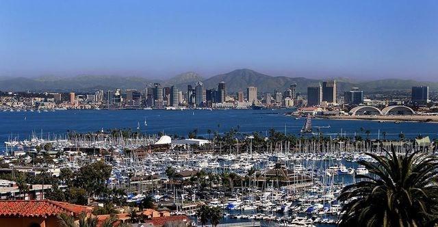 San Diego, California, Mỹ: San Diego là điểm đến cho những người yêu lướt sóng, nơi đây còn là thành phố của ẩm thực với nhiều nhà hàng nổi tiếng đã được biết đến từ lâu.