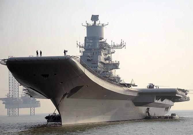 Tàu sân bay INS Vikramaditya của Hải quân Ấn Độ có lịch sử hoạt động rất phức tạp, nó vốn là hàng không mẫu hạm lớp Kiev mang tên Đô đốc Gorshkov của Liên Xô.