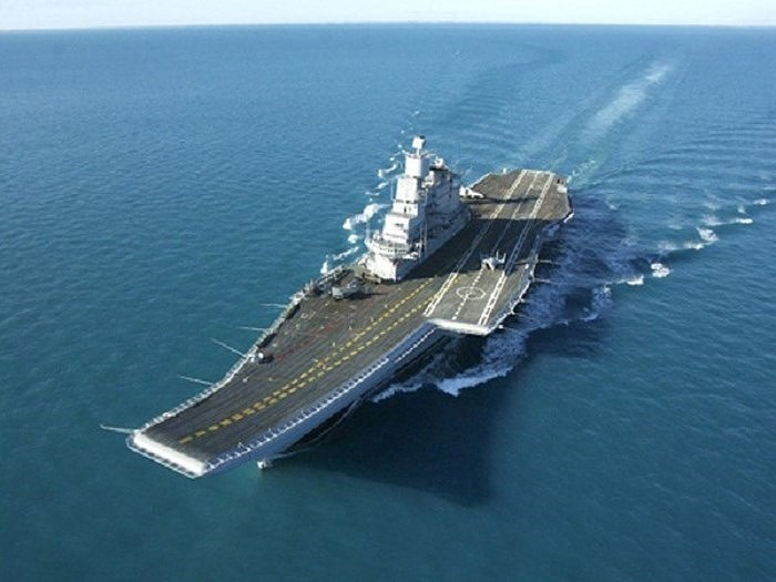Sang đến năm 2009, Ấn Độ đã chấp nhận mức giá mới và việc tái trang bị cho con tàu tiếp tục được tiến hành. Năm 2010 Nga lại một lần nữa nâng giá thành, Ấn Độ buộc phải chấp nhận mức giá cuối cùng lên đến 2,3 tỷ USD.