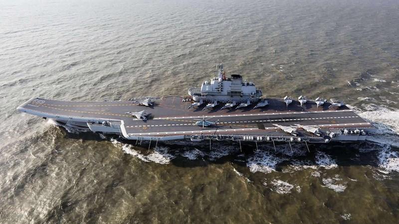 So với Type 001 Liêu Ninh thì hàng không mẫu hạm Type 001A có lượng giãn nước lớn hơn vài ngàn tấn đi kèm một vài cải tiến cũng như nâng cấp thiết kế rất đáng chú ý.