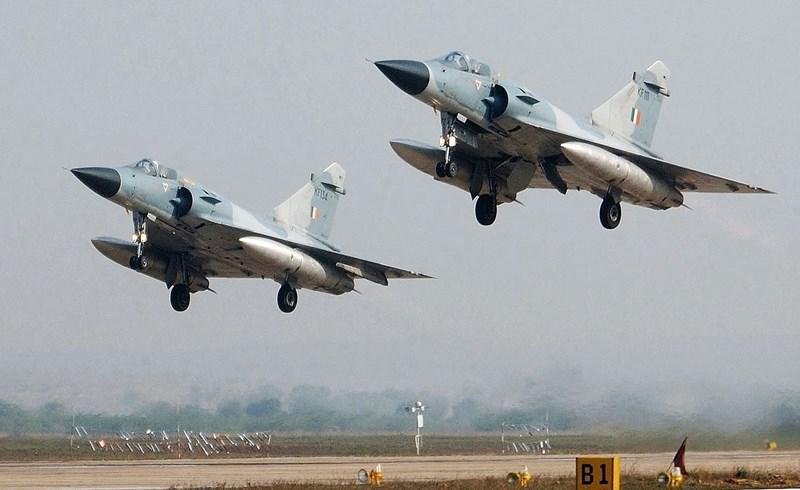 Nhờ khả năng vận động rất linh hoạt, chi phí khai thác rẻ và có thể sử dụng nhiều vũ khí công nghệ cao của phương Tây mà Mirage 2000 rất được Không quân Ấn Độ tin dùng.