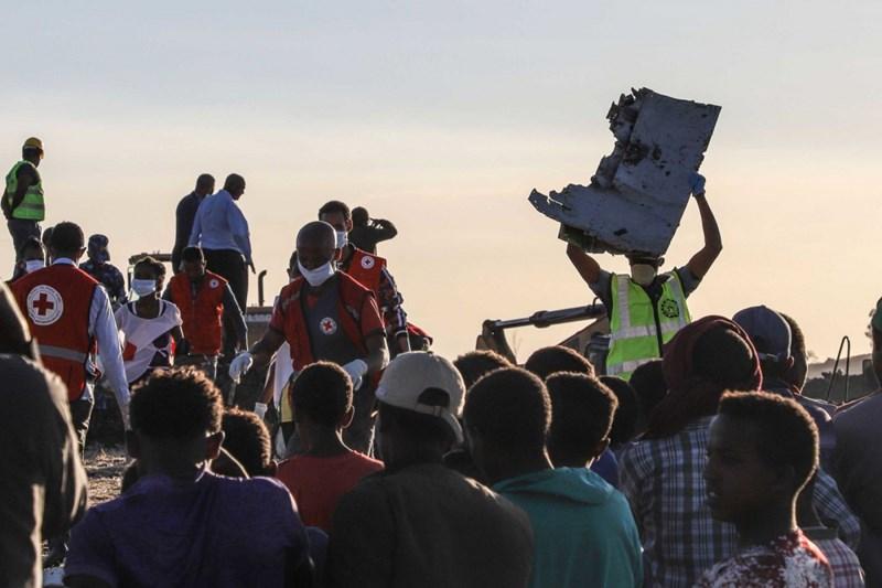 Một phần cánh máy bay bị nạn tìm thấy tại hiện trường. Ảnh MICHAEL TEWELDE/AFP/Getty Images