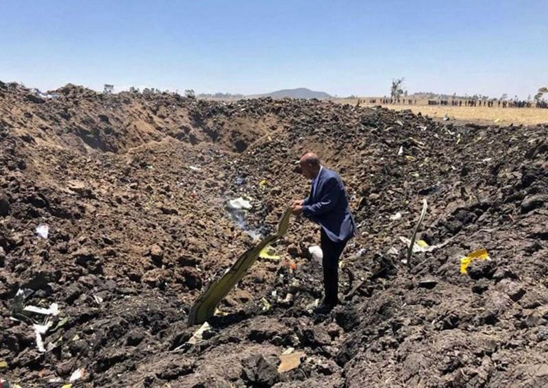 Giám đốc điều hành của Ethiopian Airlines có mặt ngay tại hiện trường sau vụ tai nạn. Ảnh Ethiopia Airlines/HANDOUT/EPA-EFE