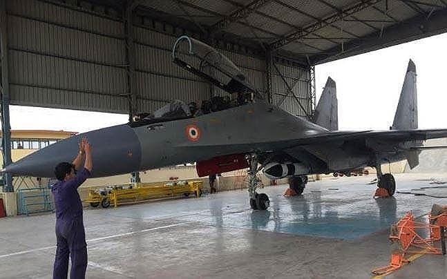 Nguồn tin cho biết các hầm chứa máy bay này sẽ được xây dựng theo từng giai đoạn tại các căn cứ giáp Trung Quốc và Pakistan, cho phép không quân triển khai tiêm kích Su-30MKI tại tiền tuyến mà không cần lo ngại về nguy cơ bị phá hủy do không có chỗ trú ẩn.